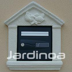 Boîte aux lettres et piliers